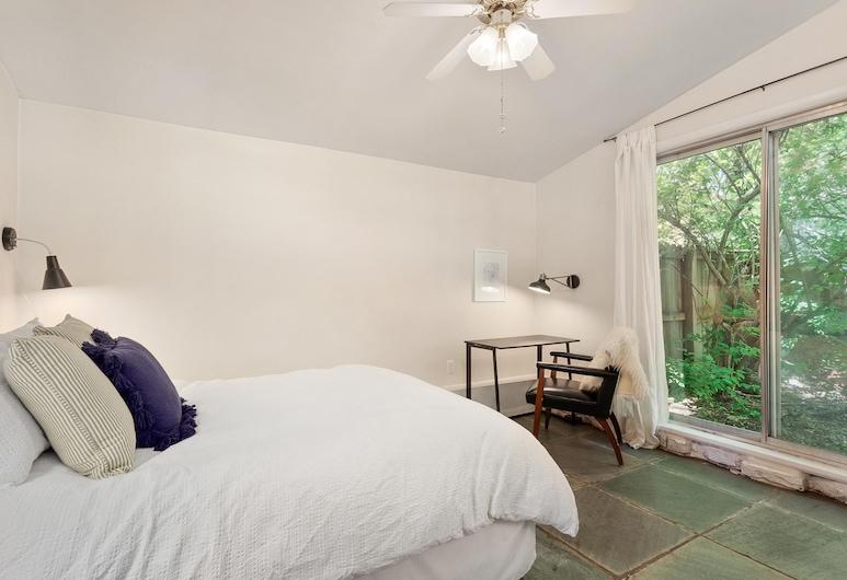 Greenhouse Cottage - Central Location, ฟาแยตวิลล์, ห้องพัก