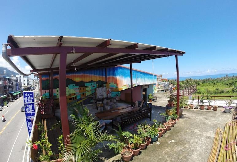 Dulan Wagaligong, דונגהה, נוף מהמלון
