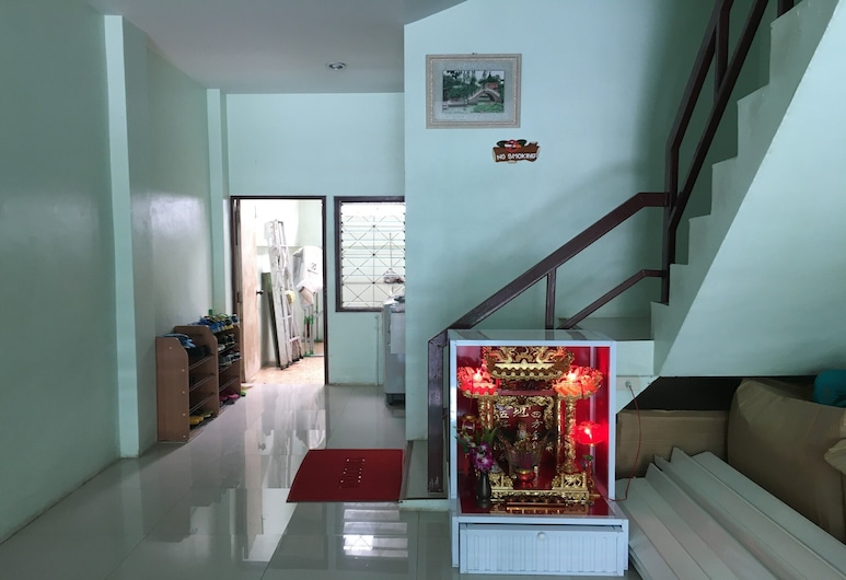 OYO 75377 Check In House, Surat Thani, Réception