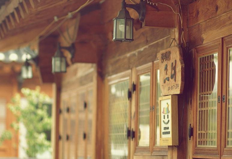 Jeonju Geune Hanok Guesthouse, Jeonju, Vaade hotellist