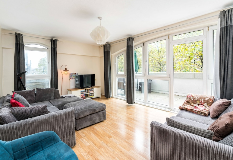 Sleek 1BD Flat Private Balcony Heart of Old Street, London, Studio (1 Bedroom), Vardagsrum