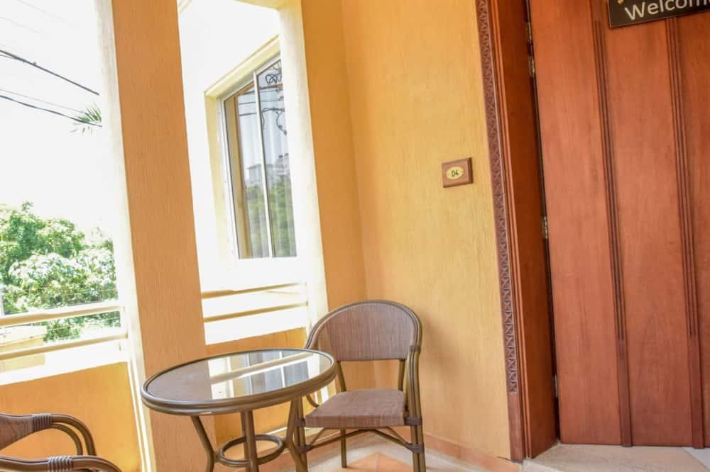 Luxury Apartment, 3 Bedrooms - Balcony