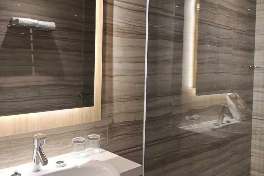 Perhesviitti - Kylpyhuone