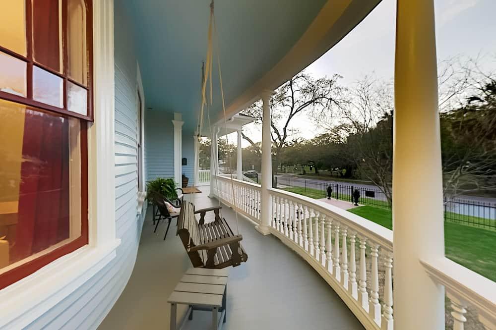 Rumah, 4 kamar tidur - Balkon
