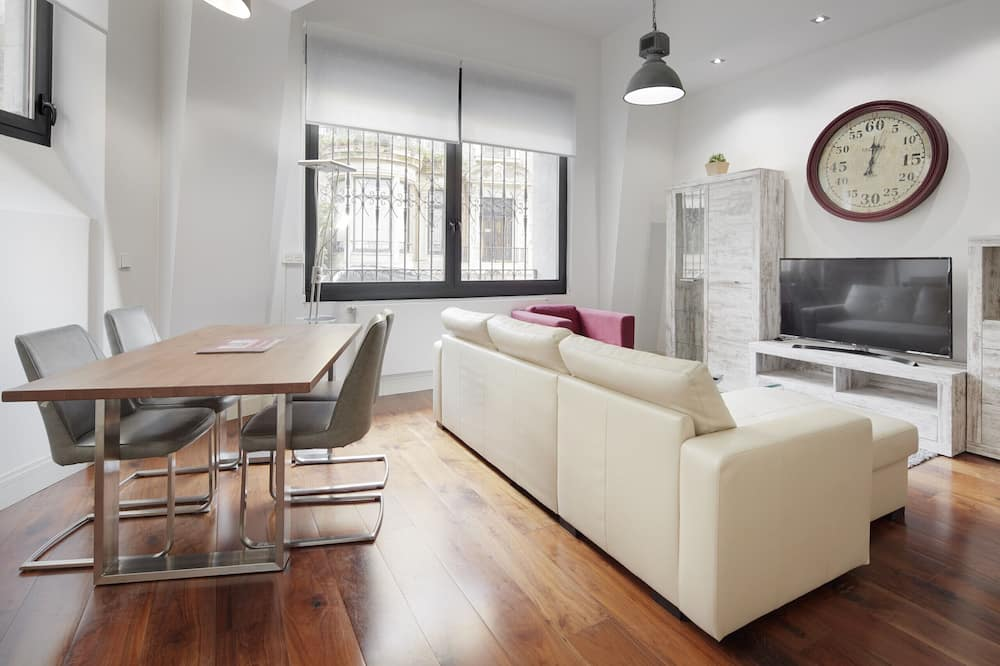 Apartment, 2 Bedrooms, 2 Bathrooms, Beachside - Living Room