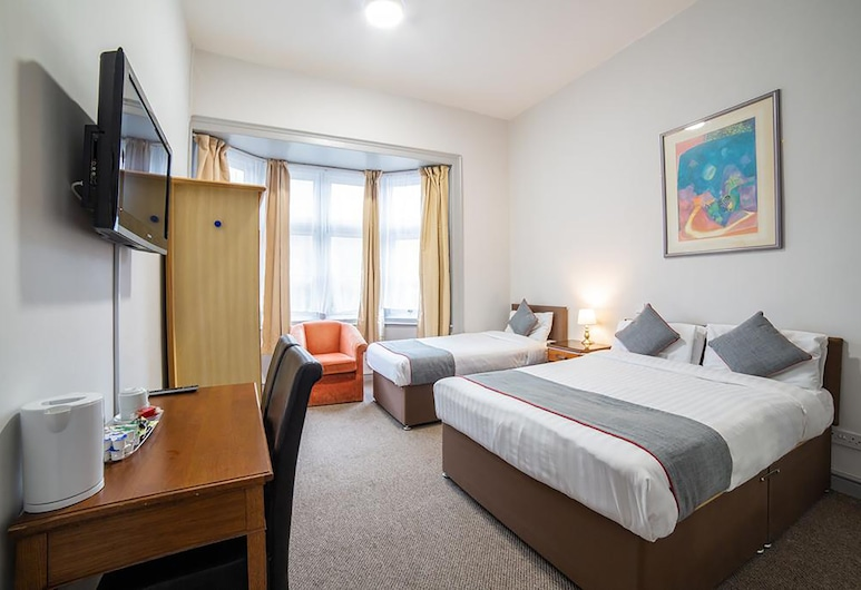 Royal Hotel Kettering by Paymán Club, Kettering, Classic Triple Room, Guest Room
