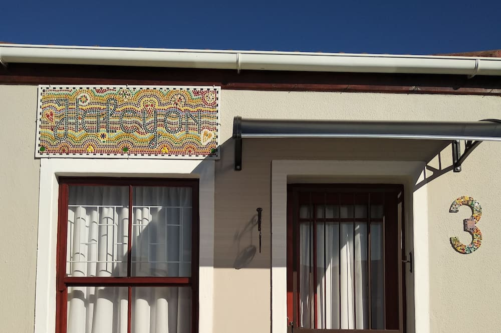 Halcyon Luxury Bb Double Room With Private Entrance and Bathroom in Capetown