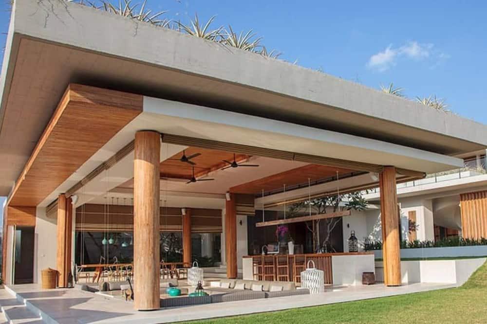 Super High Luxurious Villa In Bali
