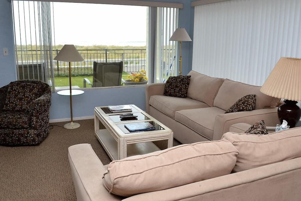 Apartment, Multiple Beds (ssbc #102) - Living Room