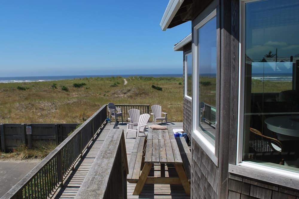 House, Multiple Beds (1303 N Prom) - Balkon