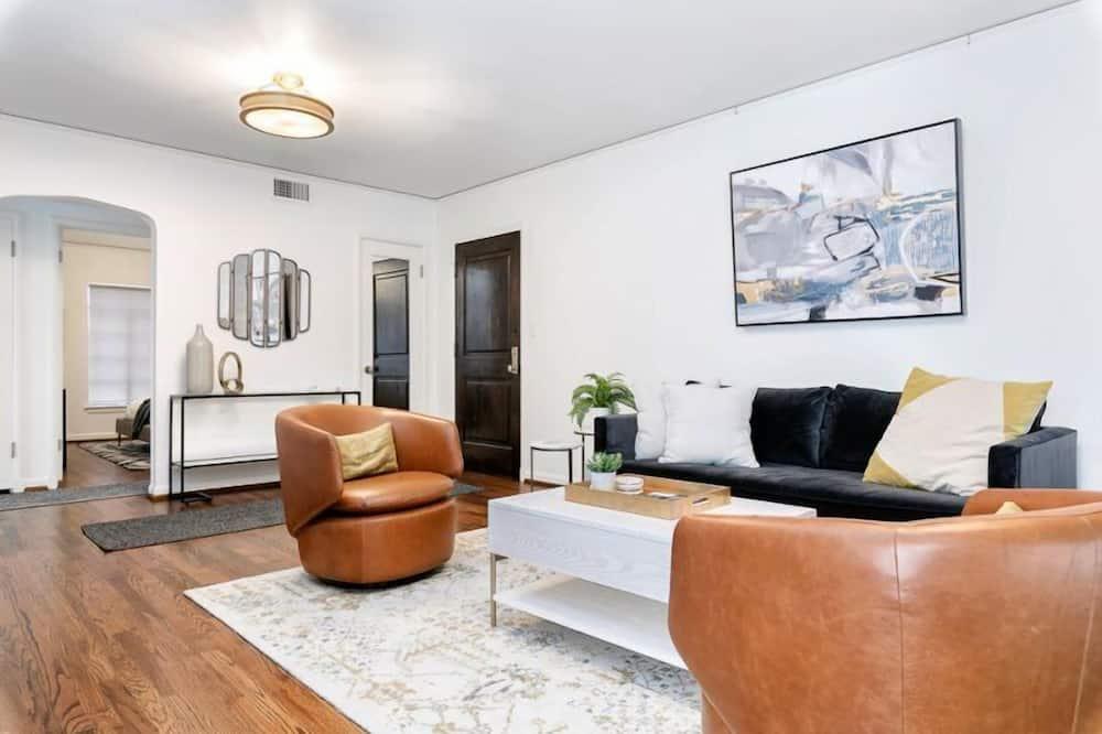 House (Baxter - Unit 3) - Living Room