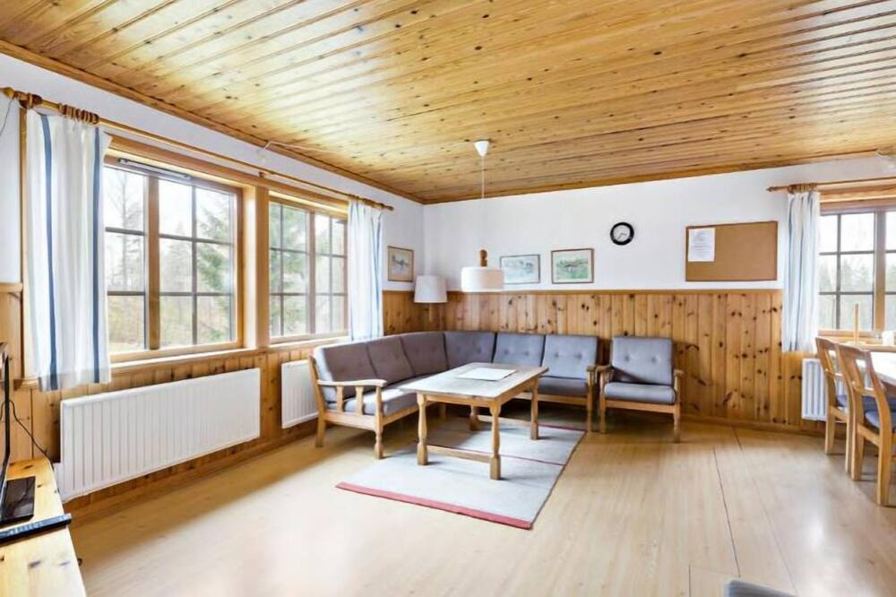 Cabin (5 Beds) - Living Area
