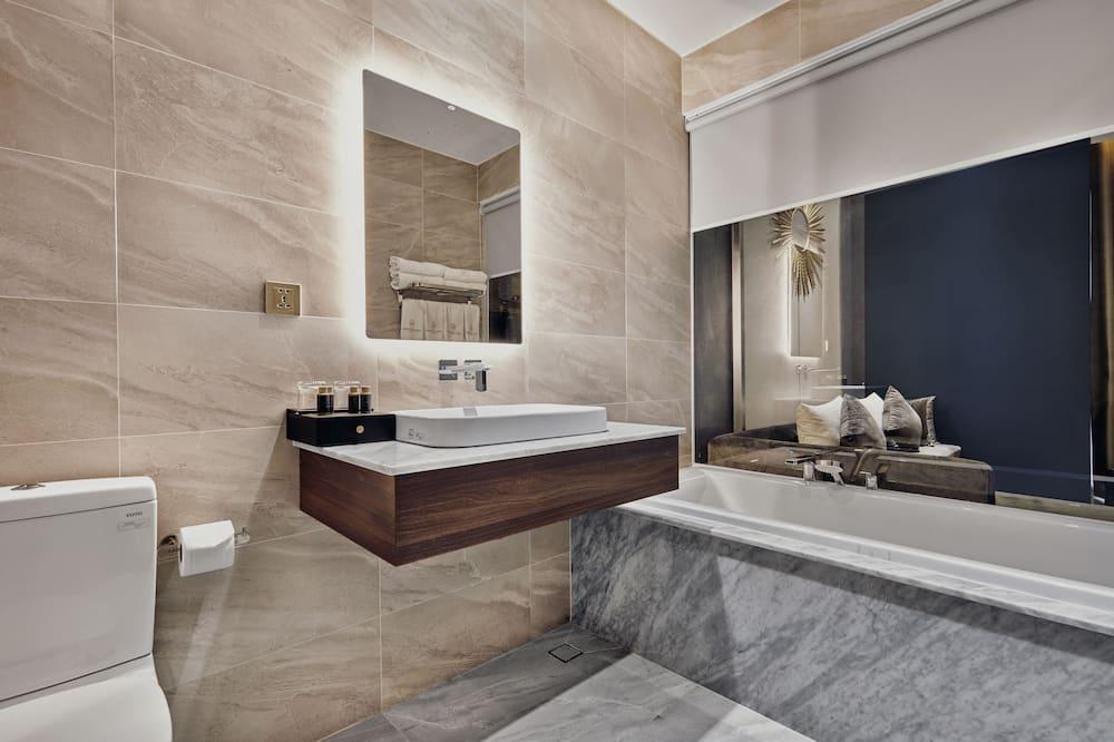 Perhehuone neljälle - Kylpyhuone