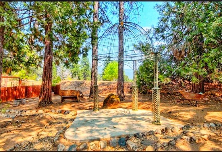 Yosemite Wonderland Chalet, Оукхерст, Сад