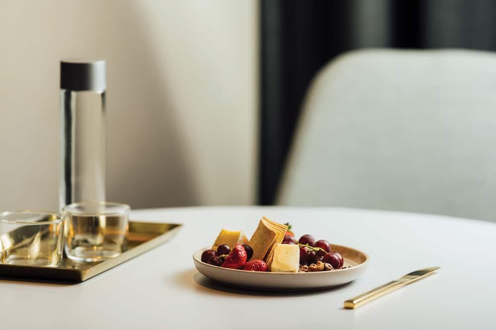 Standard apartman, 2 hálószobával, kapcsolódó szobák - Étkezés a szobában