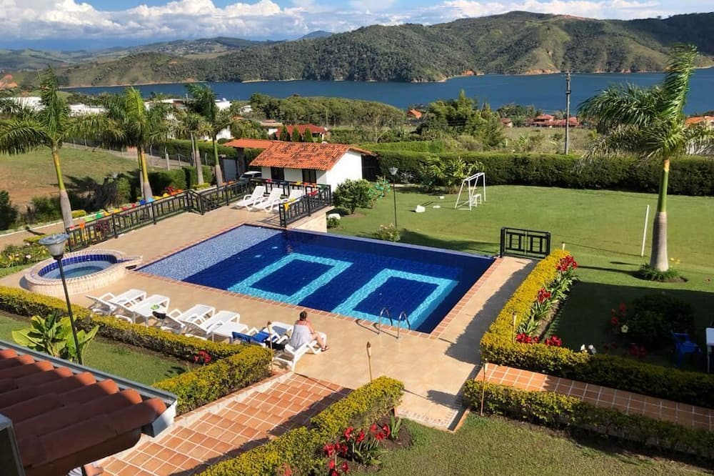 Finca Lago Calima With Excellent View