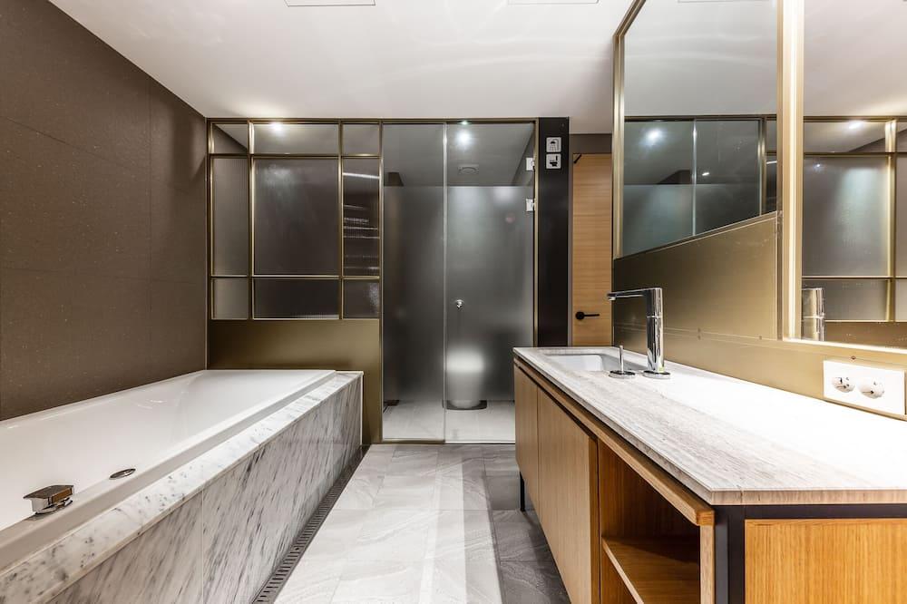Aukštesnės klasės kambarys - Vonios kambarys