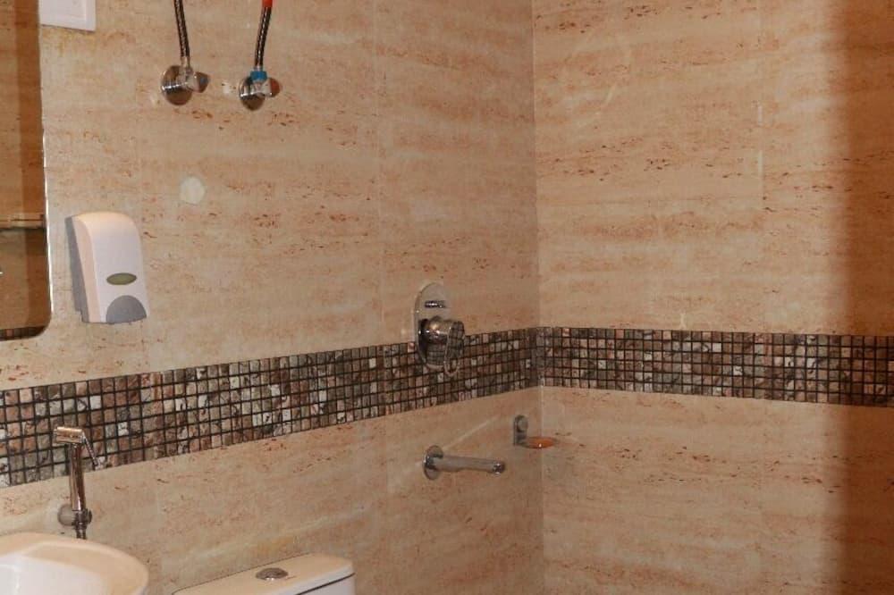 Standard Double Room, 1 Bedroom - Bathroom