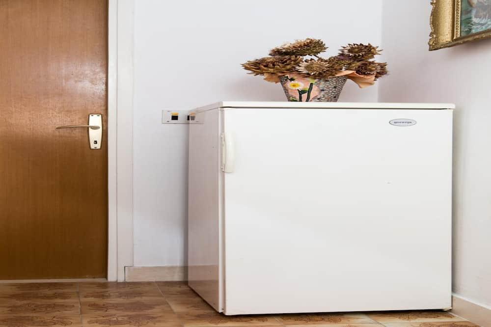 Phòng đôi (Double Room - 1) - Tủ lạnh nhỏ