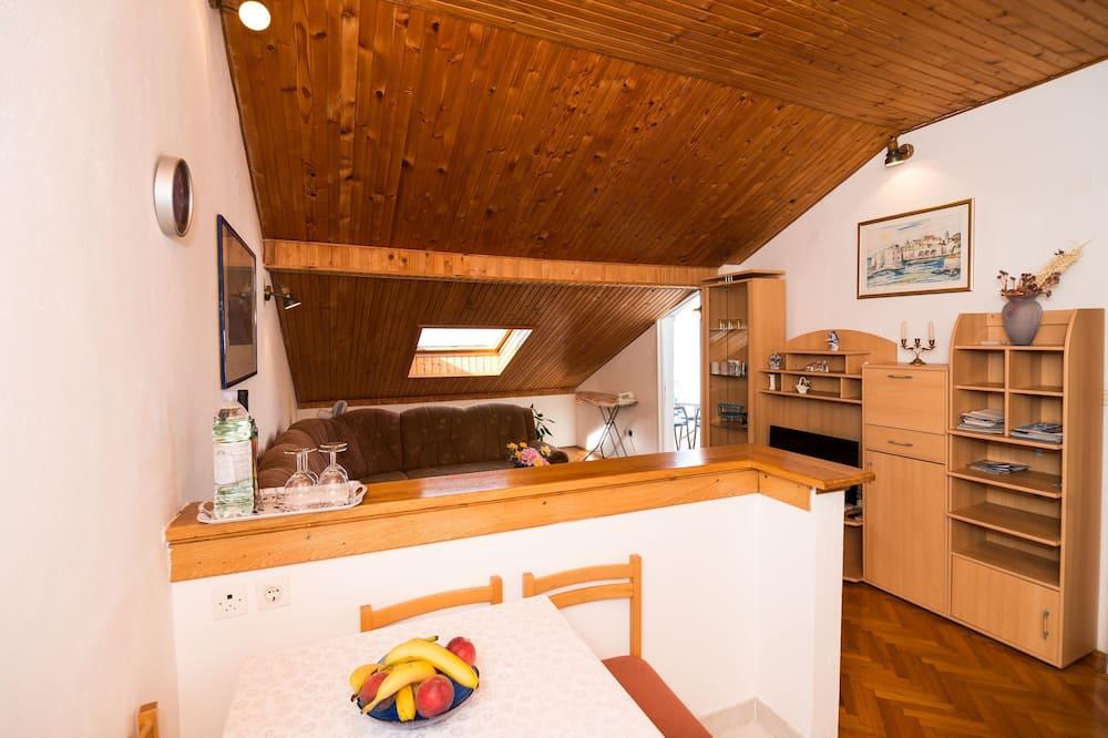 Appartamento (Two-Bedroom Apartment with Balcony an) - Soggiorno
