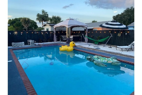 PoolHouse@CabanaClub907,