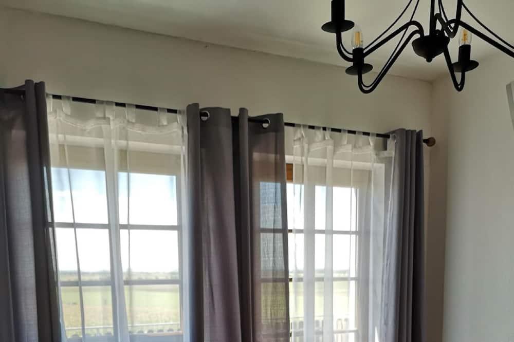 Двухместный номер с 1 двуспальной кроватью, патио - Зона гостиной