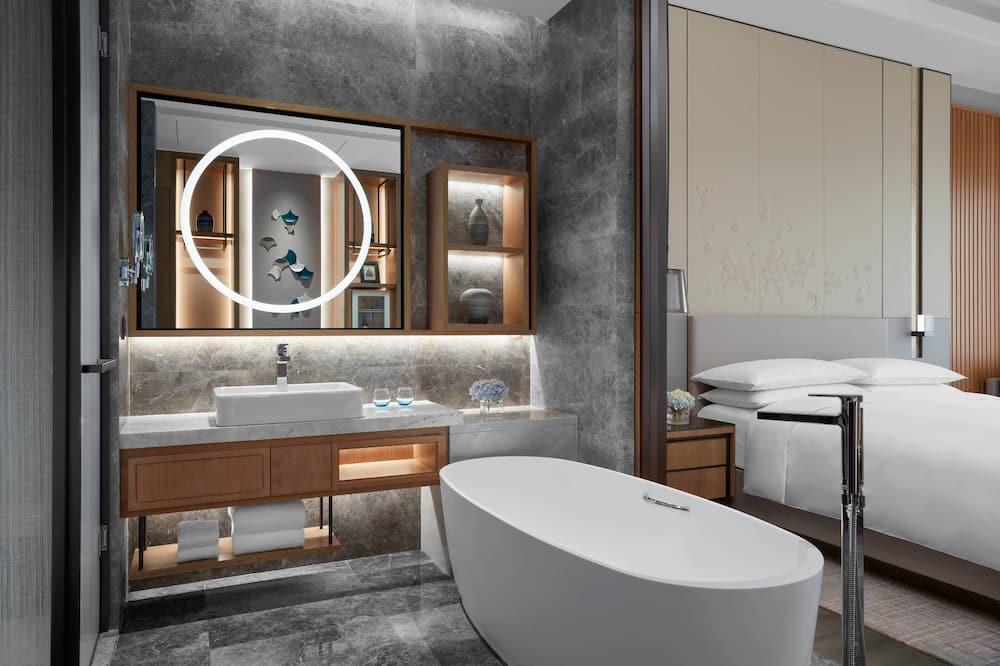 Izba typu Executive, 2 dvojlôžka, prístup do Business salónika - Kúpeľňa