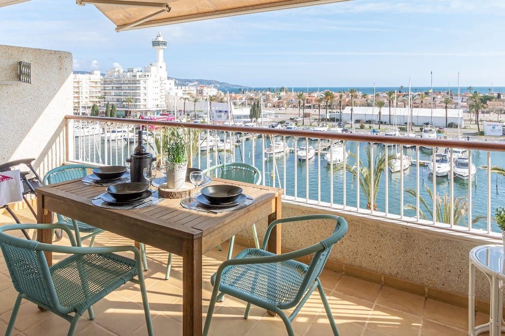 Apartment on the 4th Floor With Elevator, sea and Canal Views