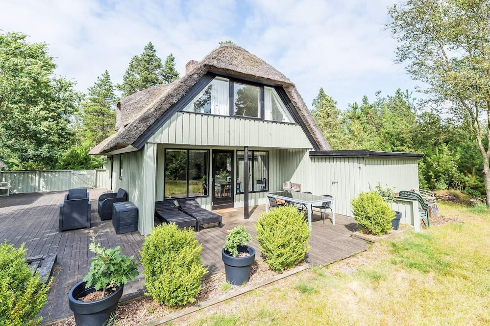 6 Person Holiday Home on a Holiday Park in Nørre Nebel
