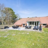 8 Person Holiday Home on a Holiday Park in Oksbøl
