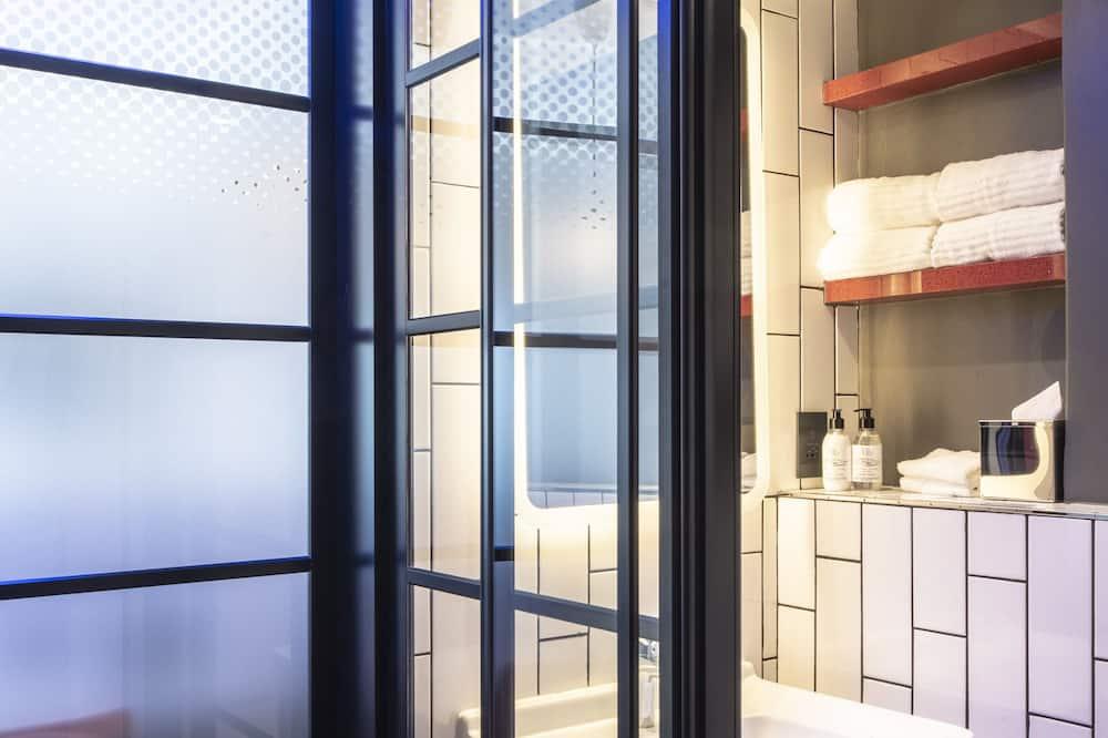 Suite, 1 Queen Bed, Non Smoking, Sea View (Living Room) - Bathroom