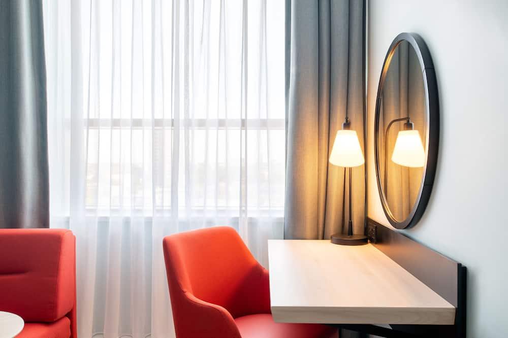 Номер, 1 двуспальная кровать «Кинг-сайз» (High Floor) - Зона гостиной