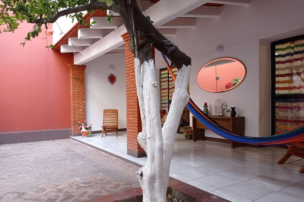 Amplia Casa a una Cuadra de Santo Domingo