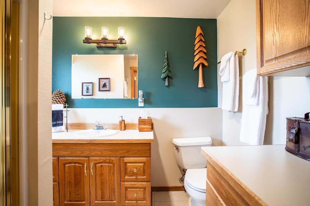 Apartmán, dvojlůžko (200 cm), krb, výhled na řeku - Koupelna