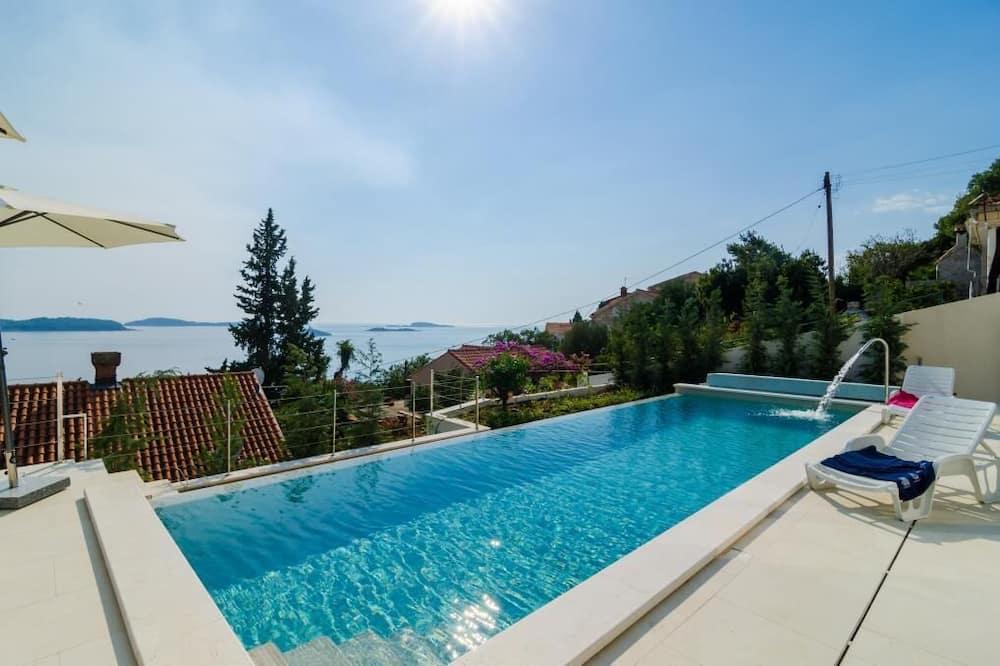 Vila (Five Bedroom Villa with Swimming Pool) - Bazén