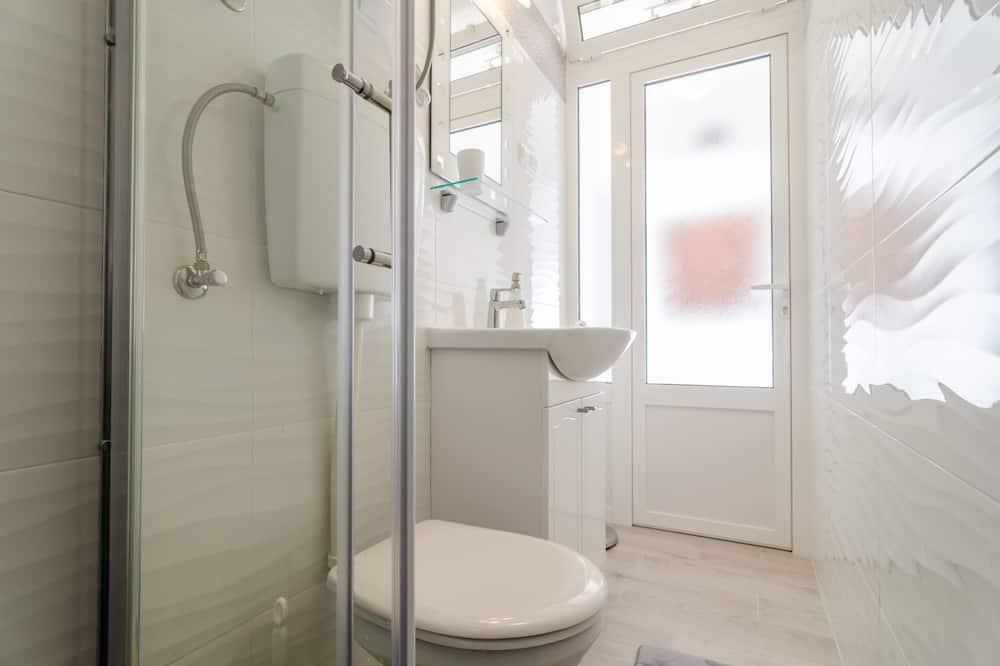 Dvojlôžková izba (Double Room with Private External Bat) - Kúpeľňa