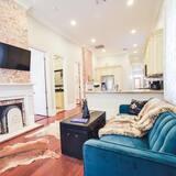 Dom (Lagniappe Lounge) - Obývačka