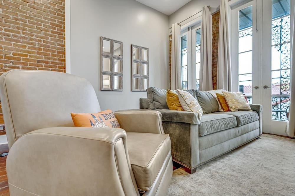 Byt (Luxurious Lower Garden District Condo) - Obývačka