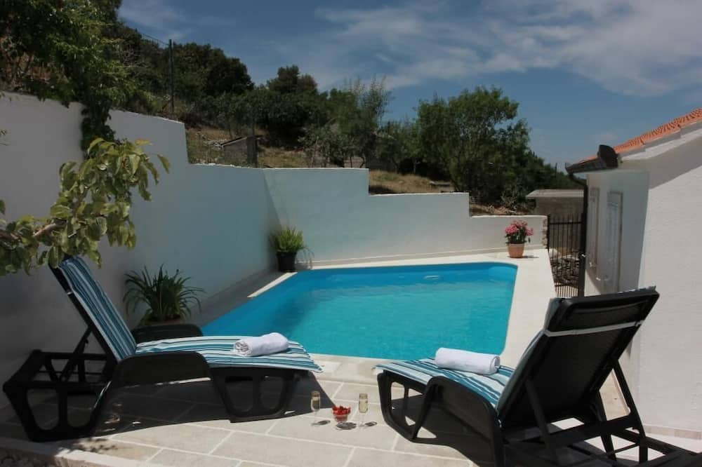 House (Three Bedroom Holiday Home with Pool) - Pool