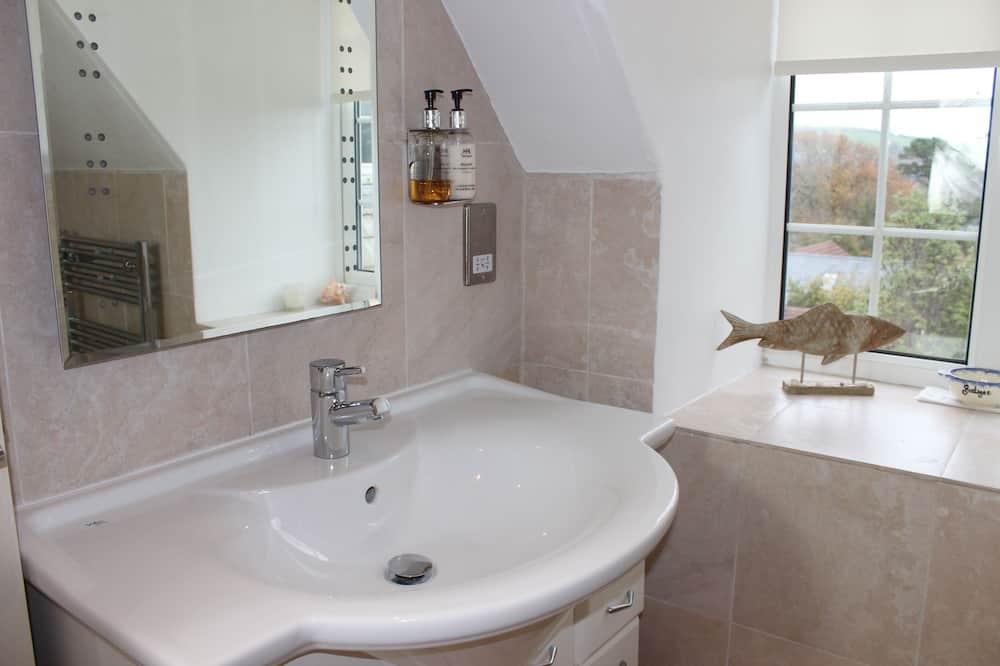 Traditional-Apartment, eigenes Bad, Flussblick (Lauriston House) - Badezimmer