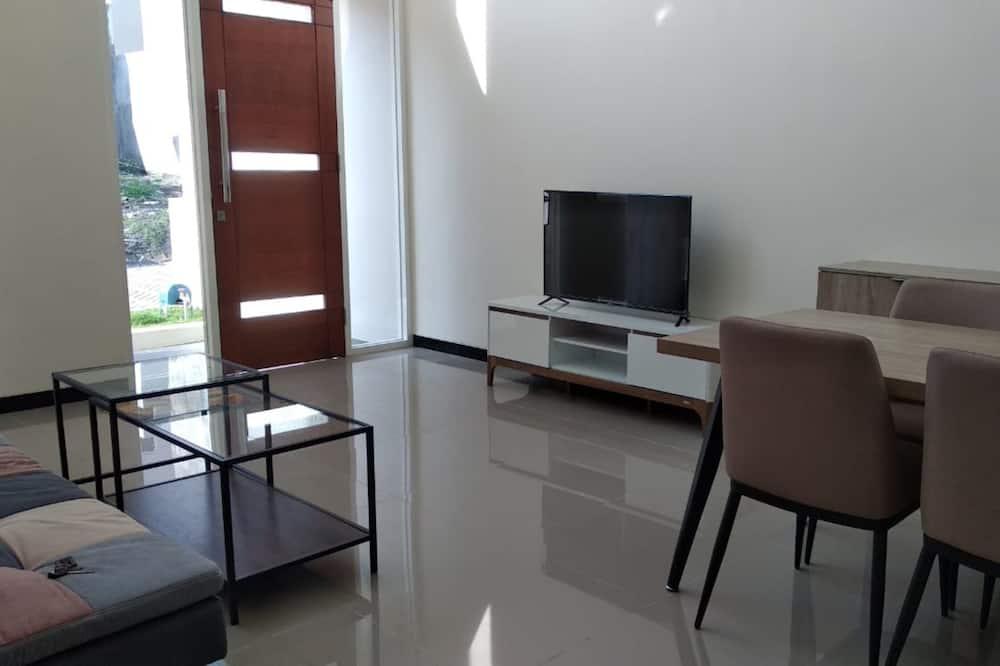 Izba, 2 spálne - Obývačka