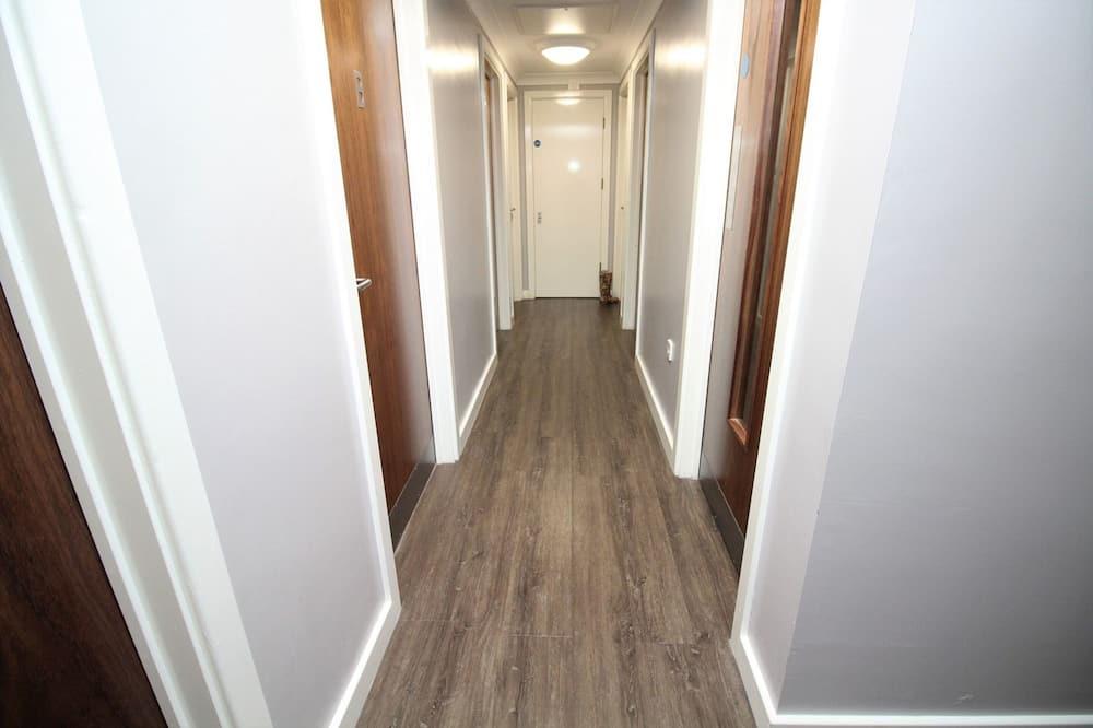 Classic Apartment, 4 Bedrooms - Living Area