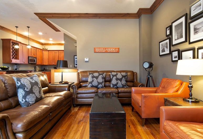 Shays Landing by Casago, Snowshoe, Townhome, 4 Bedrooms, Living Room