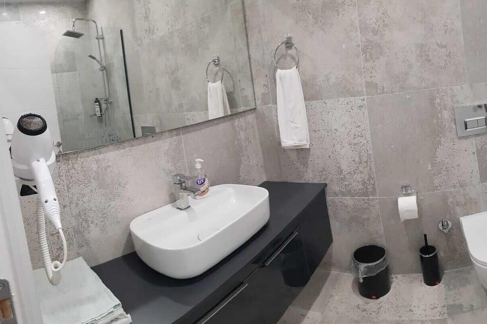 Apartamentai su pagrindiniais patogumais - Vonios kambarys