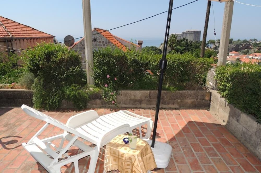 Апартаменты (Two Bedroom Apartment with Sea View) - Терраса/ патио
