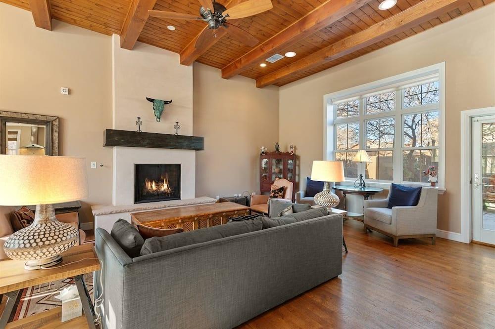 Dom (Casa Sage - Unbeatable Location, Stun) - Obývačka