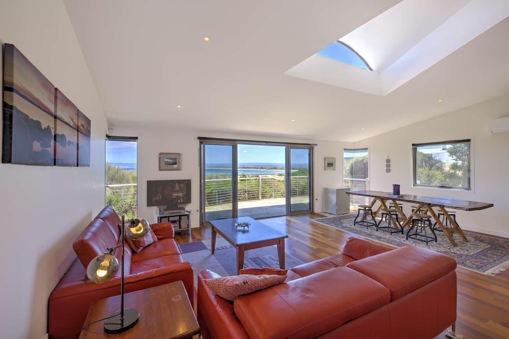 Panoramic House - Living Area