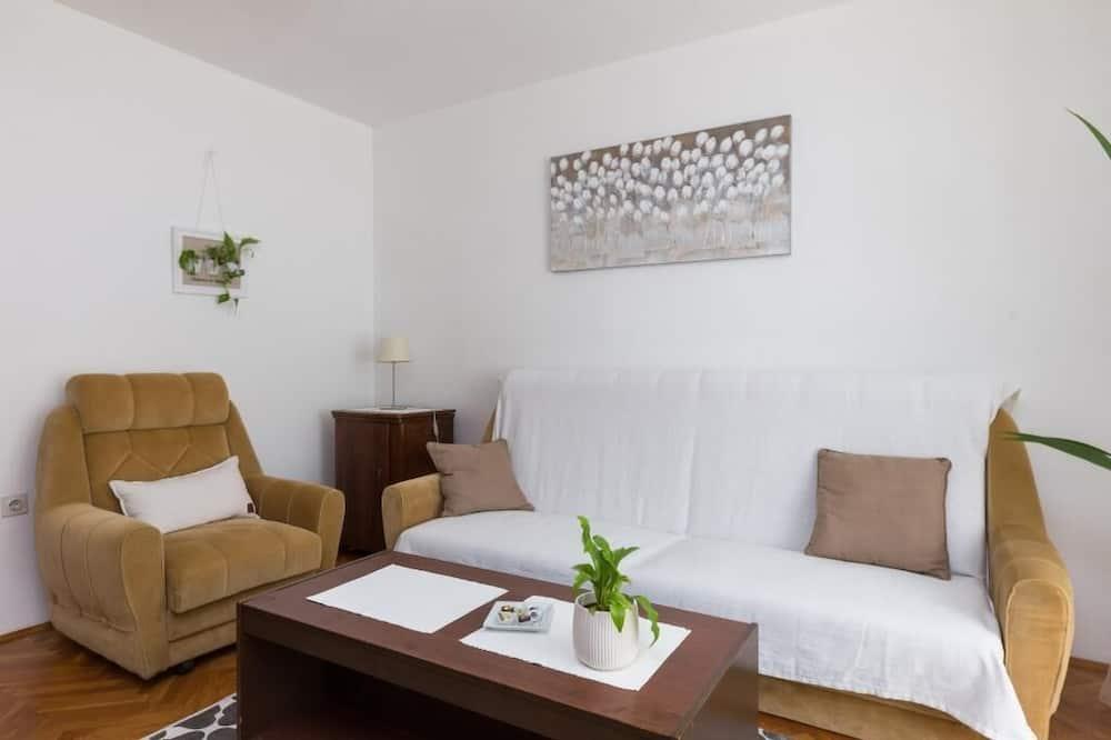 דירה (One Bedroom Apartment) - סלון