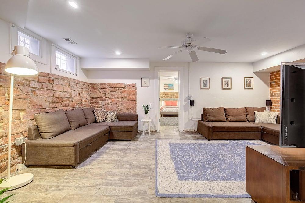 Apartment, Multiple Beds (BUR1912 - Stunning Modern Home! Prime) - Living Room