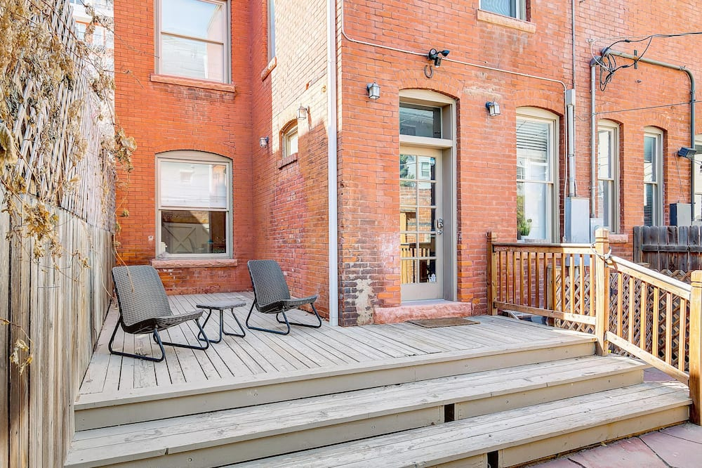 Apartment, Multiple Beds (BUR1912 - Stunning Modern Home! Prime) - Balcony